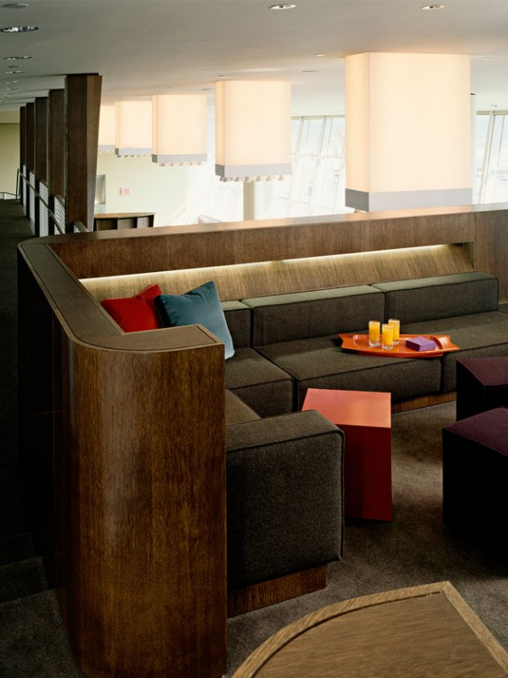 TM_Virgin-Atlantic-Airways-Lounge_06_Photo-by-Richard-Bryant-573x765.jpg