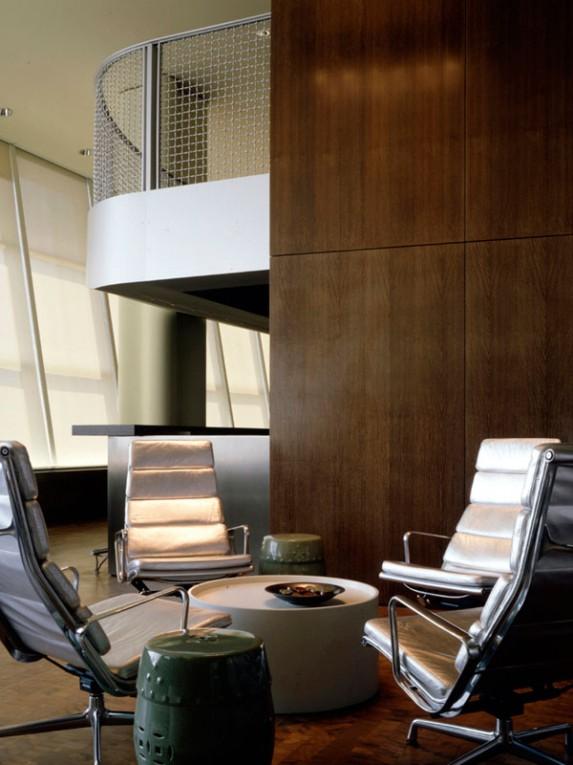 TM_Virgin-Atlantic-Airways-Lounge_10_Photo-by-Richard-Bryant-573x765.jpg