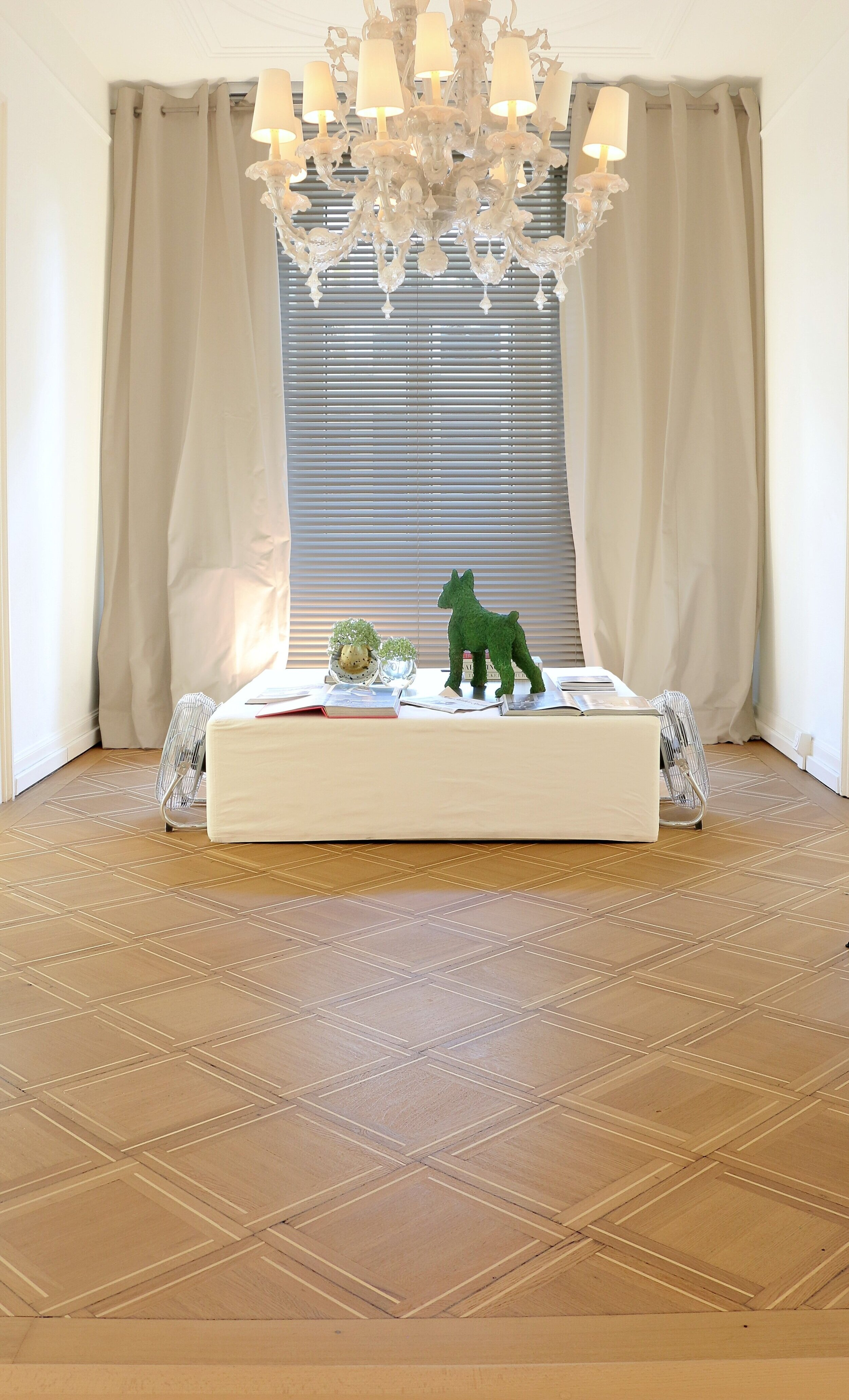Ryser Boeden Charles Aellen Salon Toedistrasse 2 Coiffeur Lounge Entree Kronleuchter.jpeg