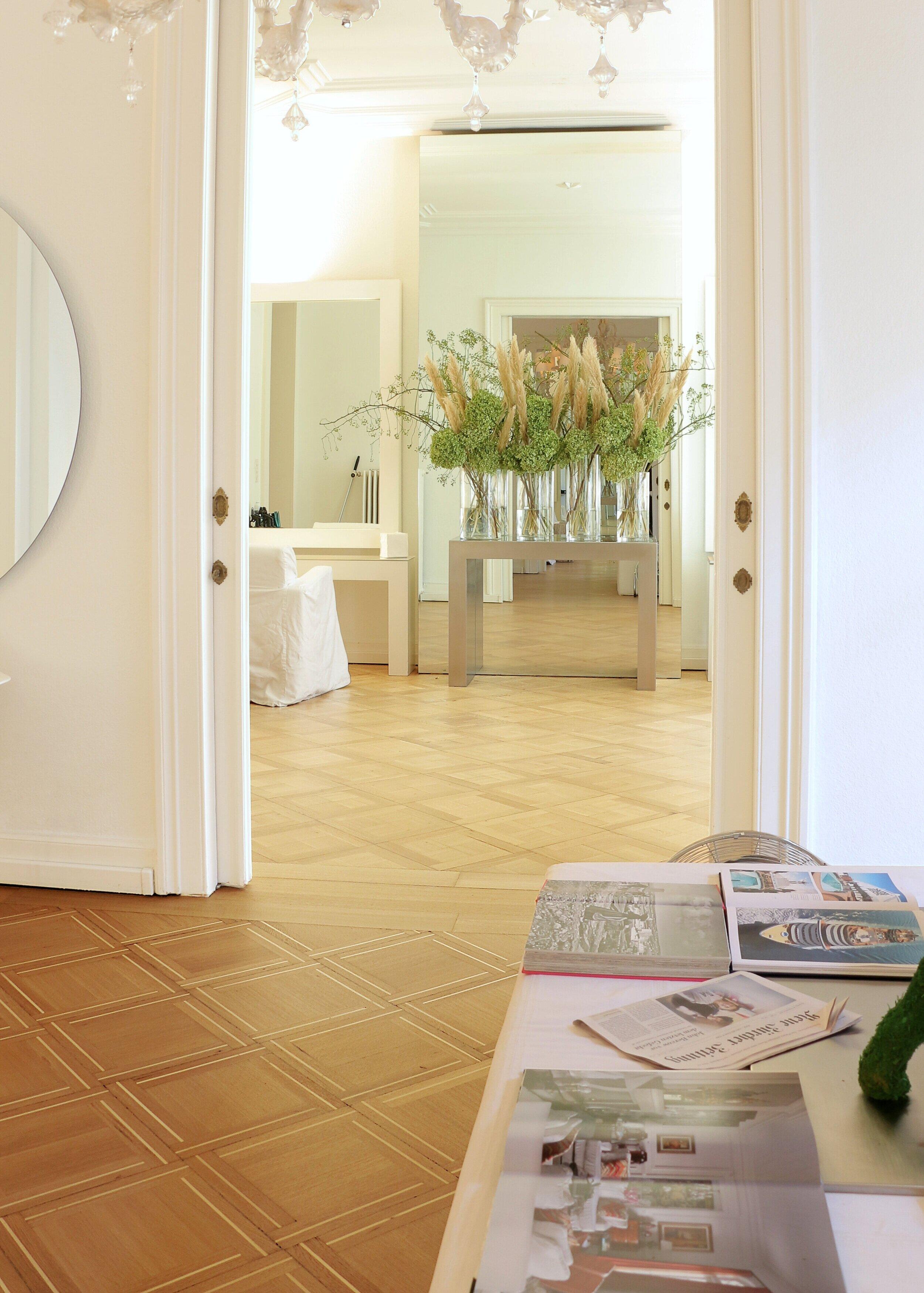 Ryser Boeden Charles Aellen Salon Toedistrasse 2 Dekoration Ambiente Spiegelwand 2019 neu.jpeg