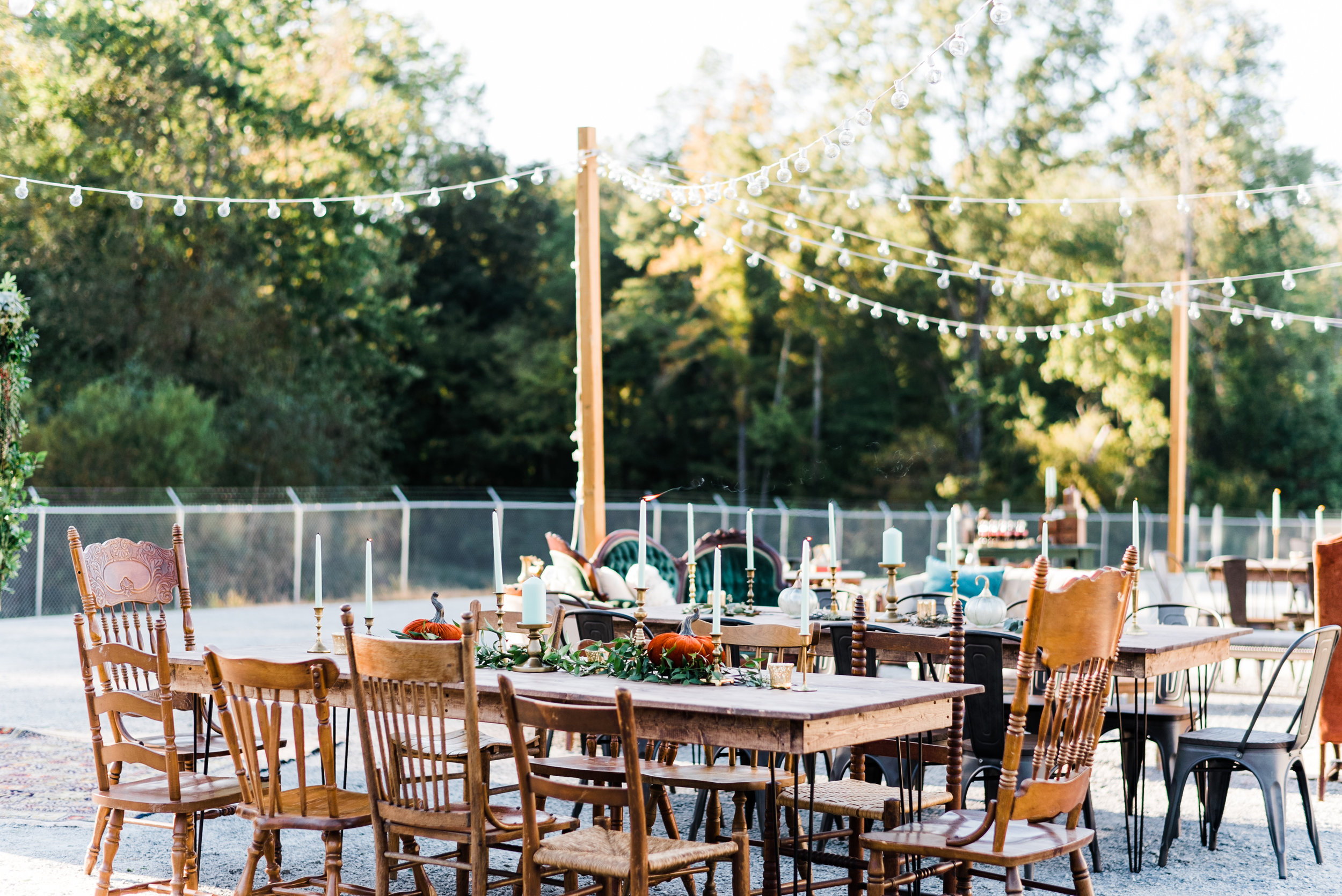We love thinking about how pretty this will look at night, with those lights and candles filling the space with a soft glow and the wide open sky above…