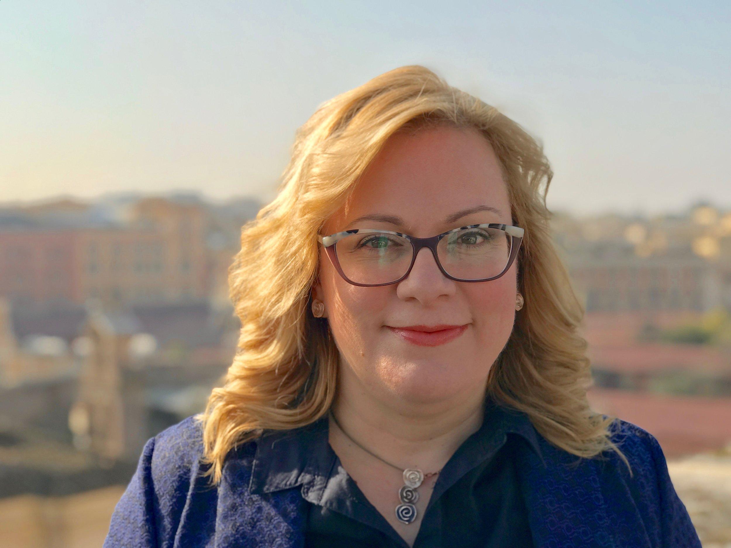 ADA ROSA BALZAN - CEO - Esperta di strategie di sostenibilità per aziende ed enti pubblici, è anche docente in varie università e Business School italiane (tra cui Università Cattolica, Business School del Sole24Ore e Fondazione Cuoa) e Responsabile Nazionale dei progetti di sostenibilità in Federturismo Confindustria.