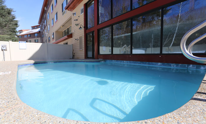 Black-Bear-Lodge-Outdoor-Pool