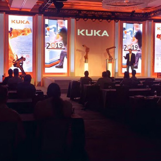 Hope all our friends around the US enjoyed the holiday. Here's a fun memory of our CEO, Bob Brown, sharing a success story at this year's @kuka_americas Partner Summit. Enjoy your weekend!  #partnersummit2019 #kukarobotics  #systemintegration #systemintegrator #automation #custom automation #industrialautomation #integratedaystems #isirobots #robotics