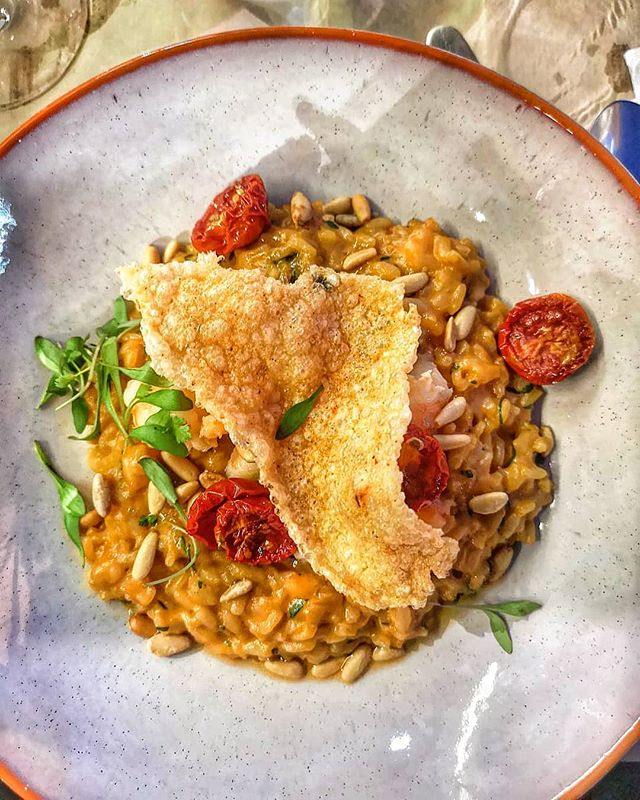 Saffron risotto with prawns, pine nuts & slow roasted tomatoes.  #foodie  #foodblogger #instafood #instafoodie #instafoodies #instagood #gastronomy #foodporn  #photooftheday  #foodiesofinstagram #algarve #portugal🇵🇹