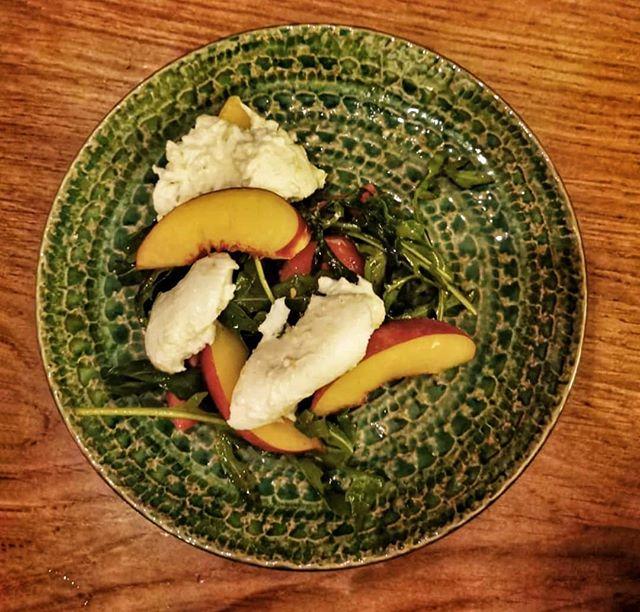 Nectarines, buffalo mozzarella, rocket, cherry tomatoes & Umbrian olive oil. Fantastic meal at @thecircusrestaurant last night.