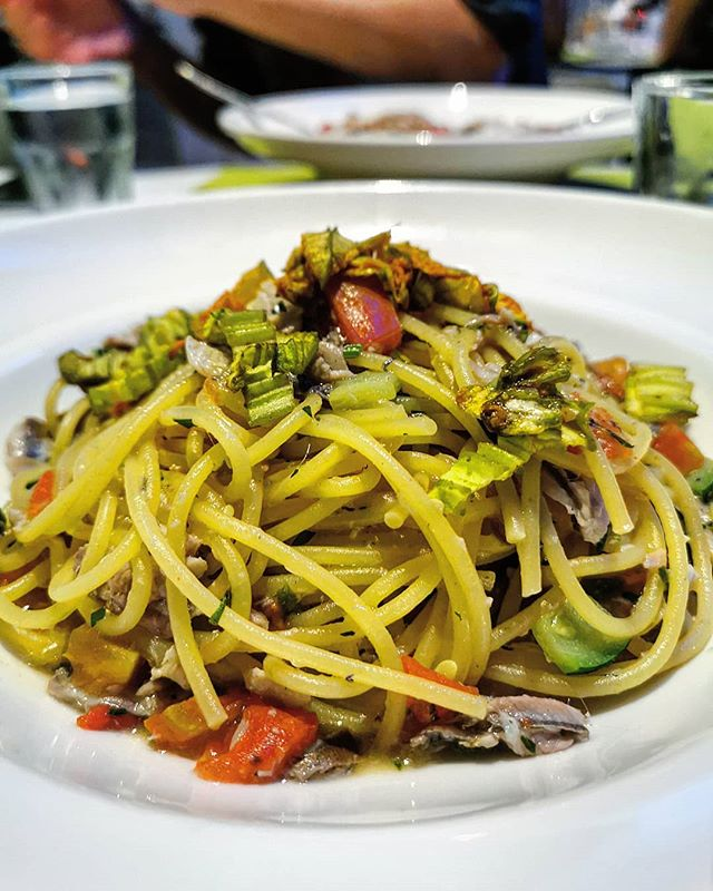 Last night's spaghetti with anchovies and courgette flowers 🤤  #italy #italian #foodie  #foodblogger #instafood #instafoodie #instafoodies #instagood #gastronomy #foodporn  #photooftheday  #foodiesofinstagram