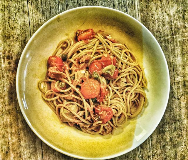 Wholewheat spaghetti with fresh tuna, capers and cherry tomatoes  #italy #italian #foodie  #foodblogger #instafood #instafoodie #instafoodies #instagood #gastronomy #foodporn  #photooftheday  #foodiesofinstagram #london