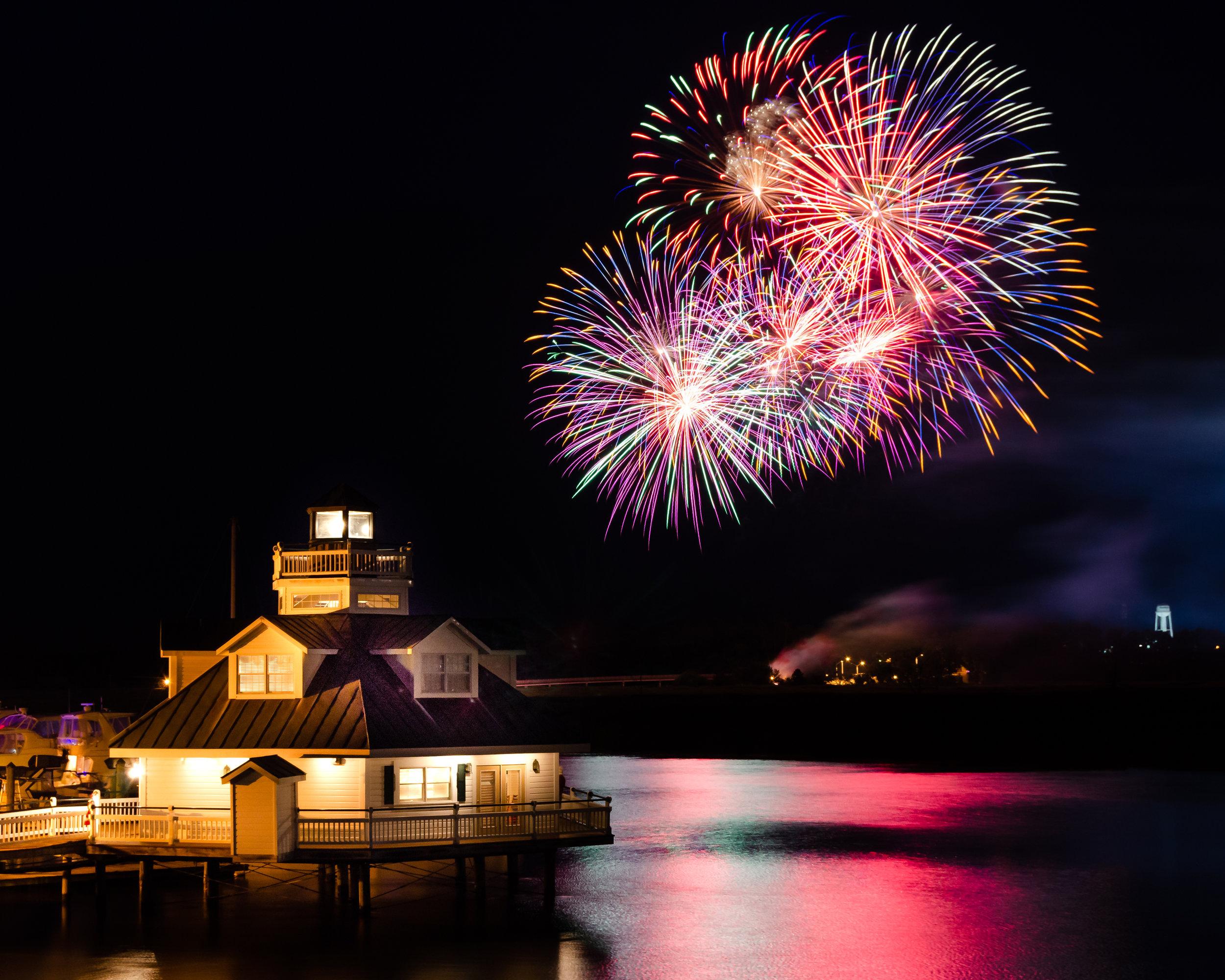 Smithfield-Virginia-fireworks-4th of July-Smithfield Station-water.JPG