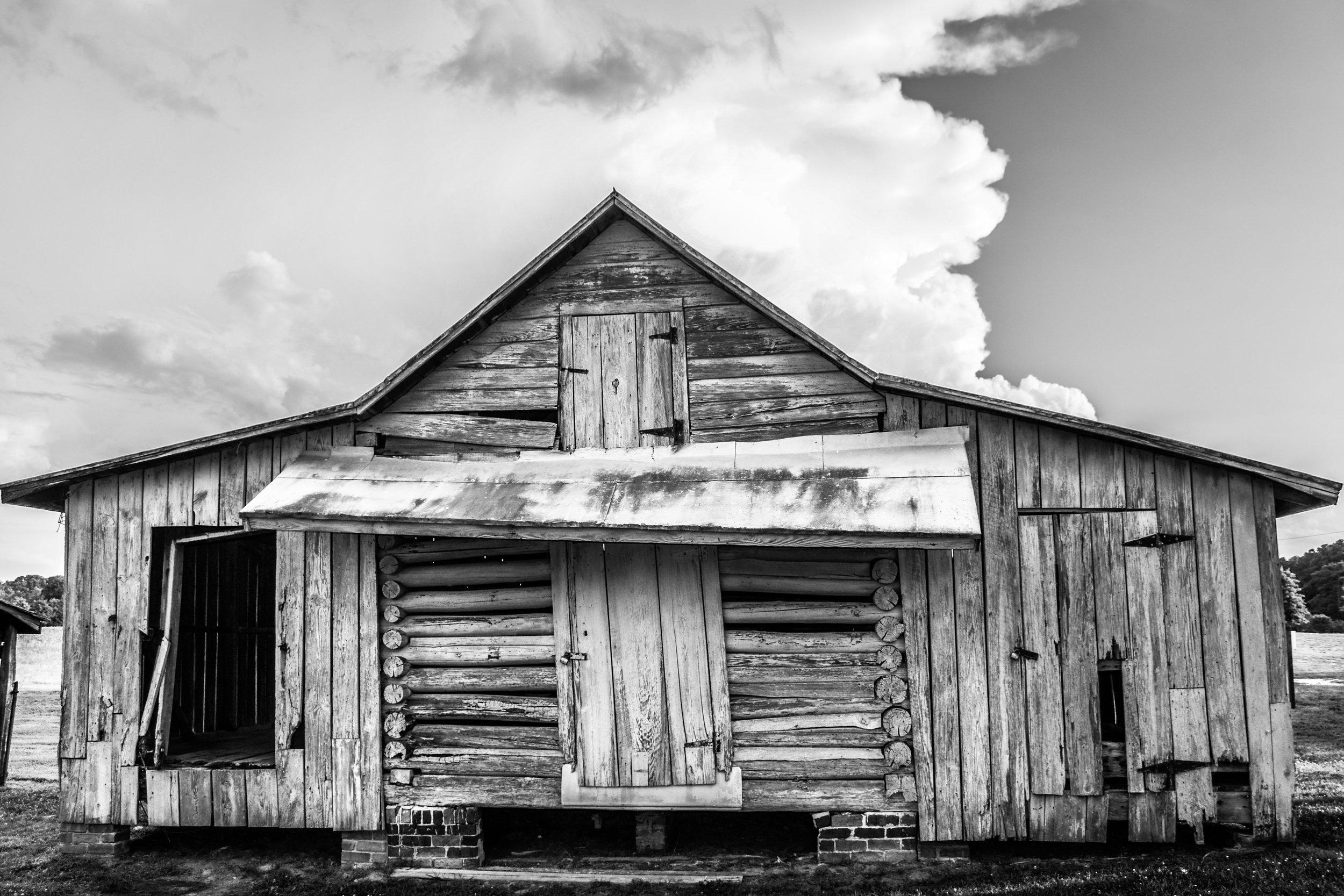 barn-black an white-Isle of Wight County-Smithfield-Windsor Castle park-Virginia.JPG
