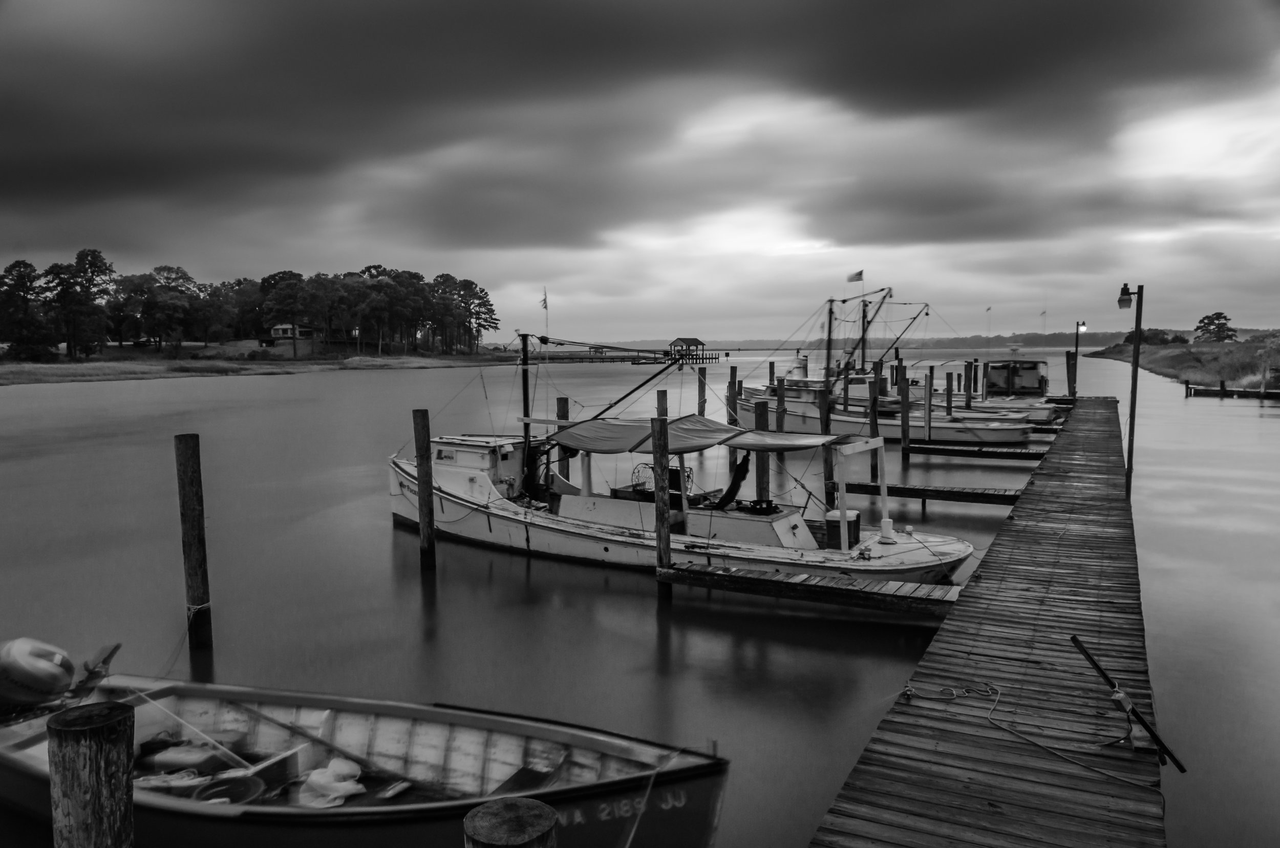 Isle of Wight-Virginia-boats-dock-pier-storm-black and white-monochrome.JPG