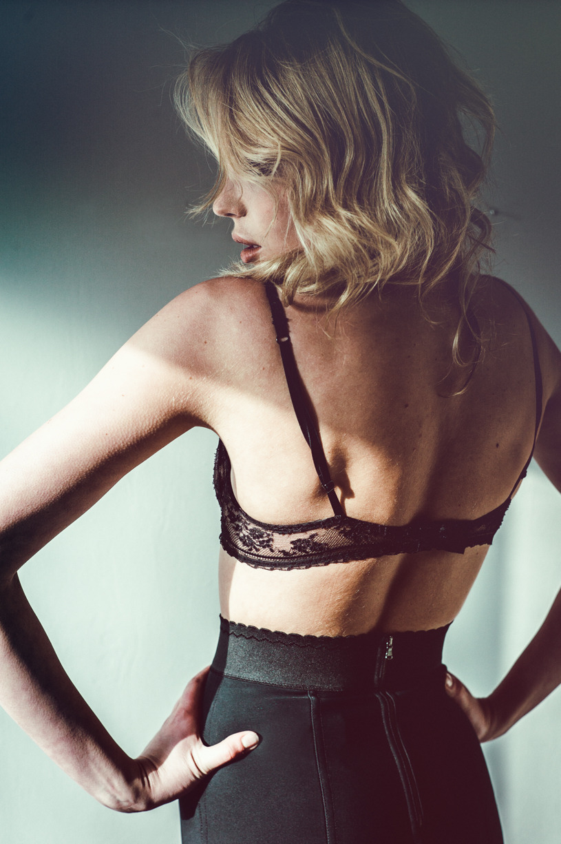 Fen:    Photographer of Fashion/Lingerie/Nude. Affable & discreet.