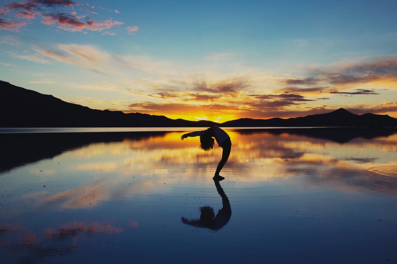 """- """"Yoga é como a música, o ritmo do corpo, a melodia da mente, e a harmonia da alma, criando a sinfonia de vida."""""""