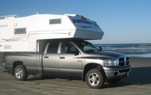 Truck/Camper 22/23 ft (6,5 m) - Super designFor 2 to 4 people; very comfortable. Large driver's cabin! Cummins diesel! Good quality camper top with big double bed and shower. No access to truck cab.