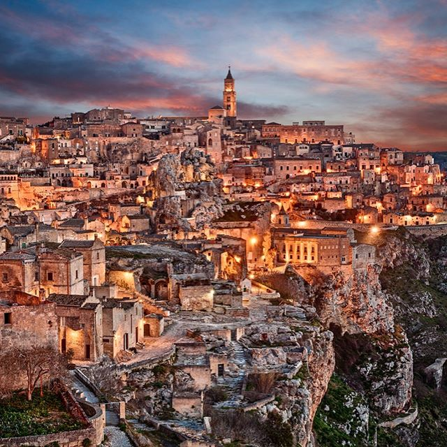 One of the most incredible city i have visited! Next to Puglia, don't miss this open Museum!!! 👌🏻🍾📷😎🍷✈️🇮🇹#localtravellerofficial . #matera #visitmatera #visititaly #culture #materaitaly #travelguide #architecturephotography #architecture_hunter #historynerd #arthistory #materaarchitecture