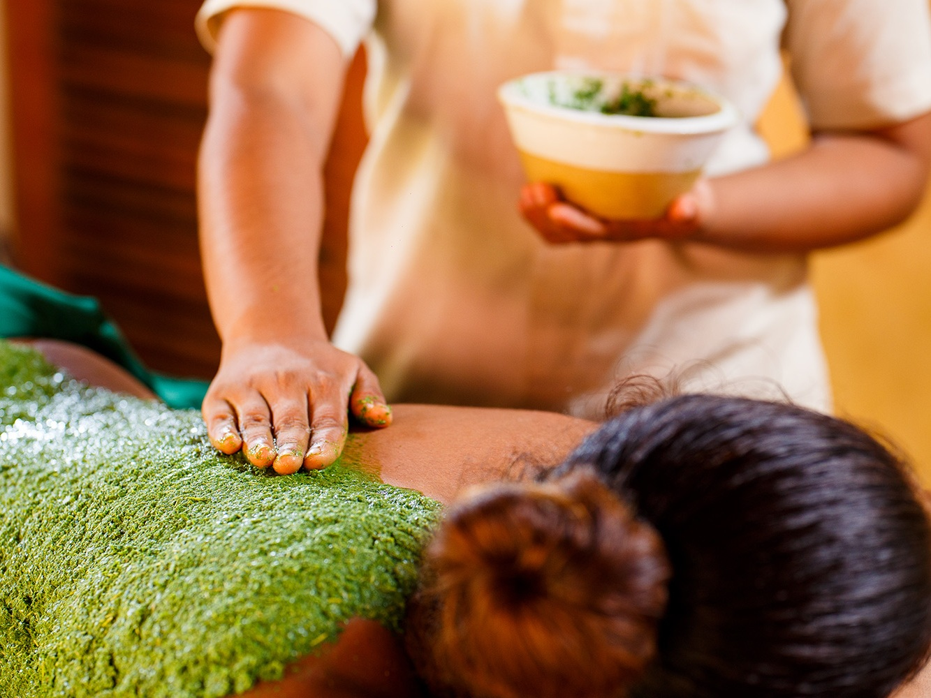 Herbal treatment on a customized Ayurvedic holiday with Ayu in the Wild