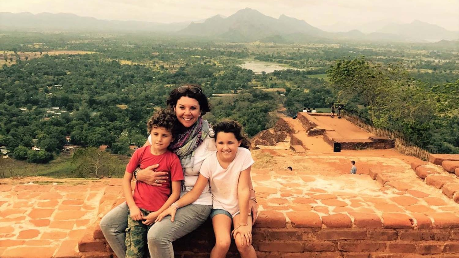 travel-to-sri-lanka-with-kids.jpg