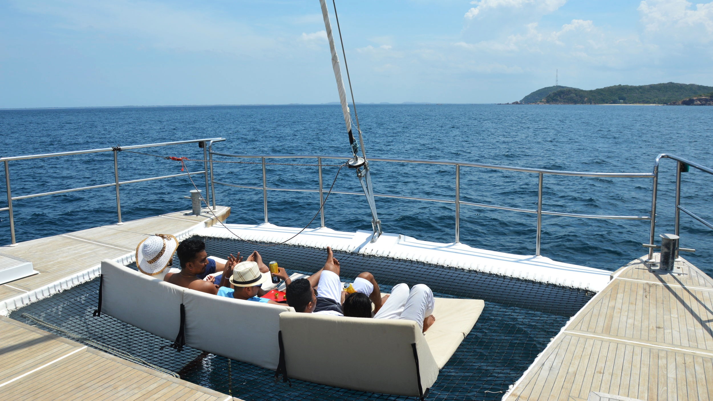 sailing-stylish-customized-itineraries-sri-lanka.jpg