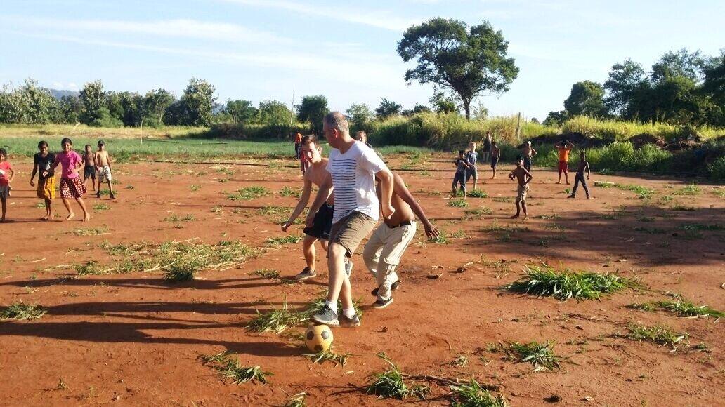 kids-playing-football-sri-lanka