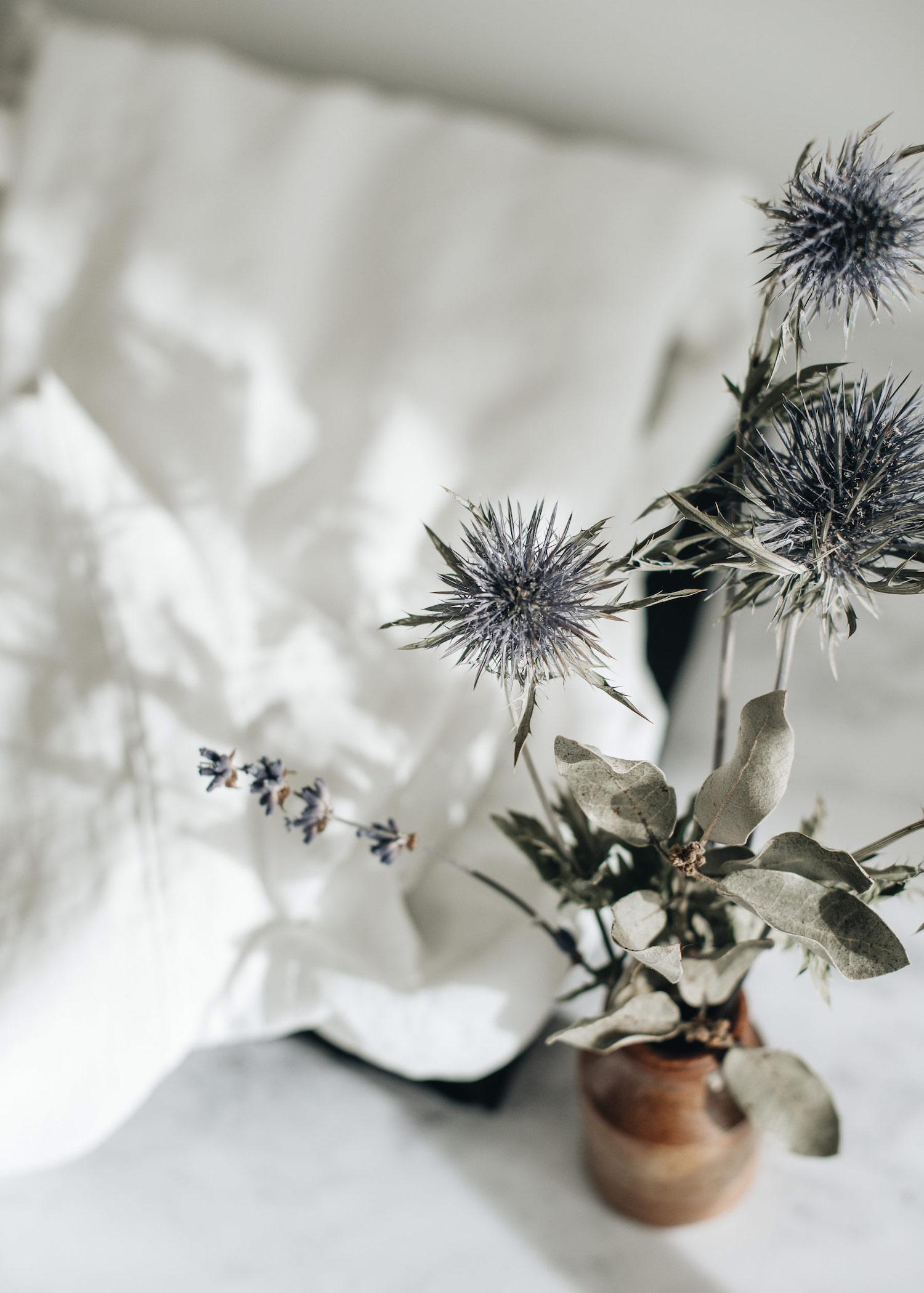 4-white-linen-shirt-thistle-in-vase