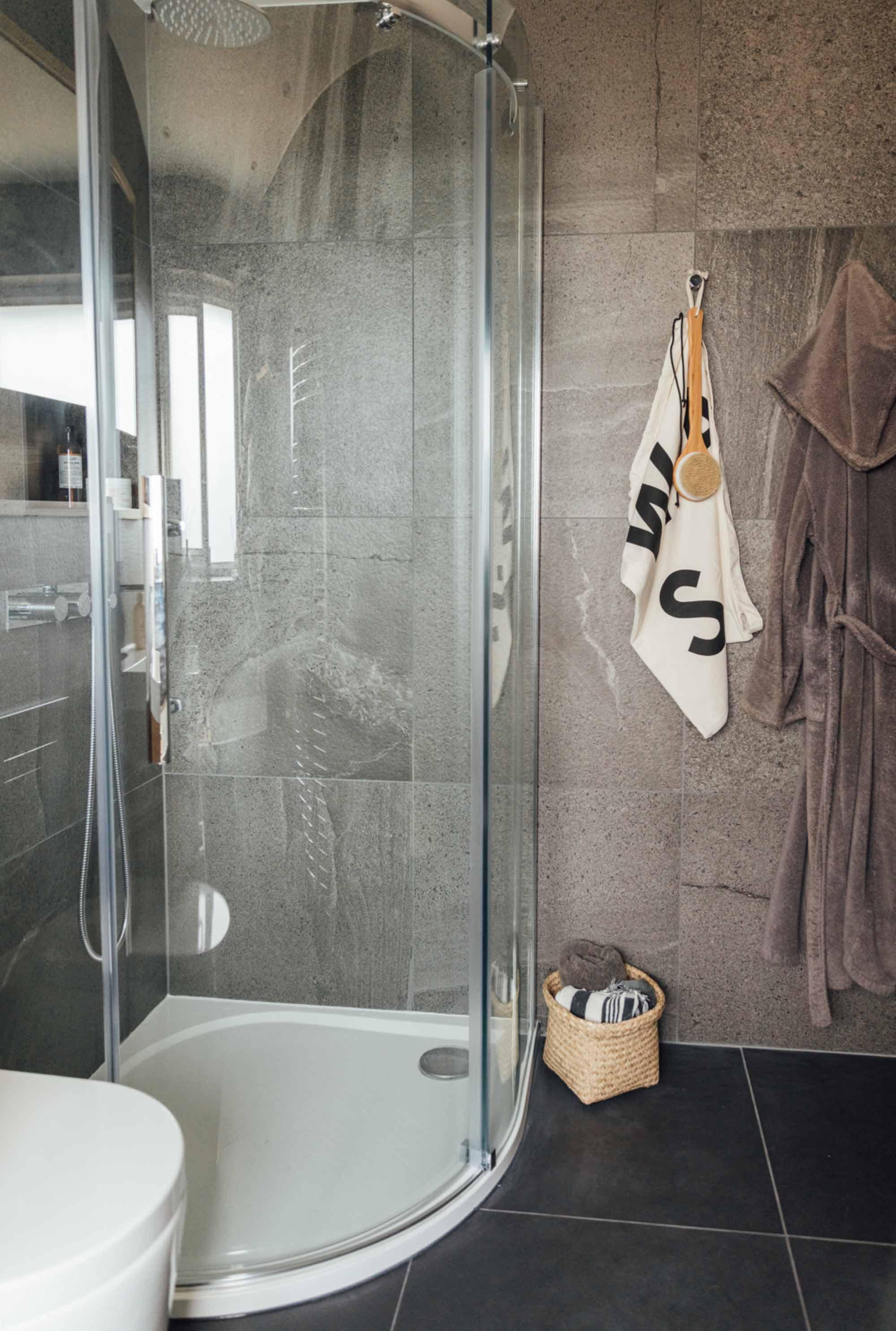 2 bathroom-with-black-floor-tiles-and-grey-wall-tiles.jpg