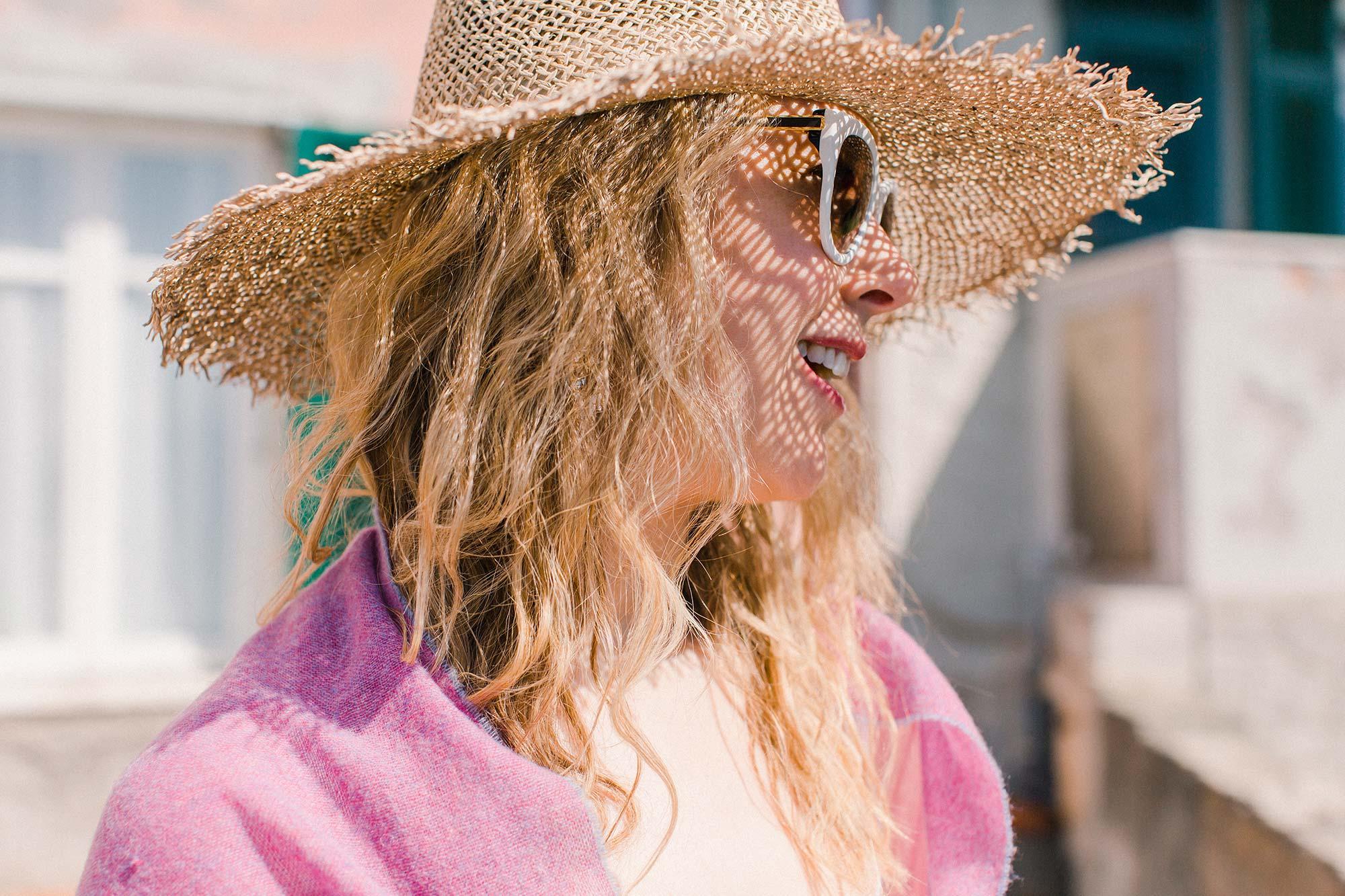 10 summer-dressing-straw-hat-sunglasses-and-cashmere-shawl.jpg
