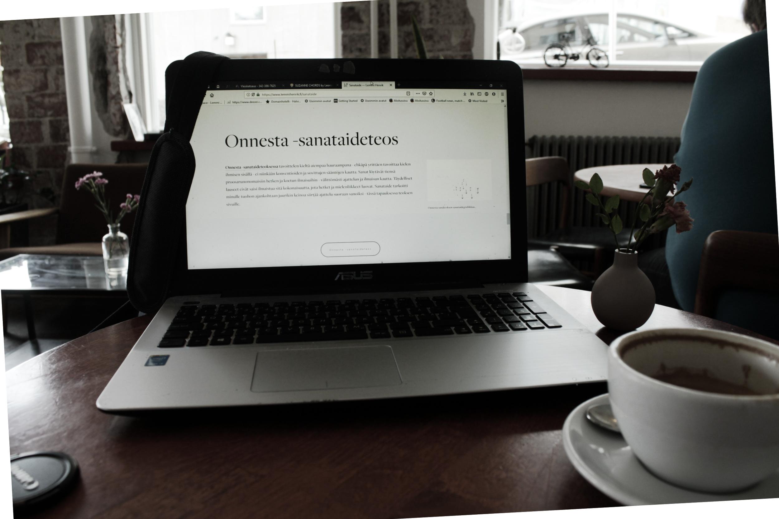 metafiktiivinen kuppi kahvia runosta latte sanataidepäiväkirja lemmi henrik.jpg