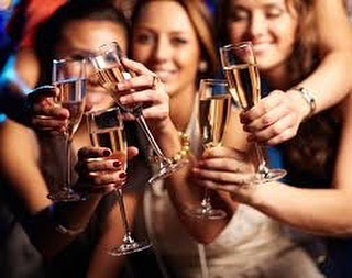 Ladies it's tables of ten to help with your planning ! Look forward to seeing you all on 16 November will be a blast #ladiesnight pop your orders over in an email @thetrindermonial @henrytrinder89 and our #charity on the night is @piedpiperappeal @cat_hage @hatherleymanorhotel_spa £60pp
