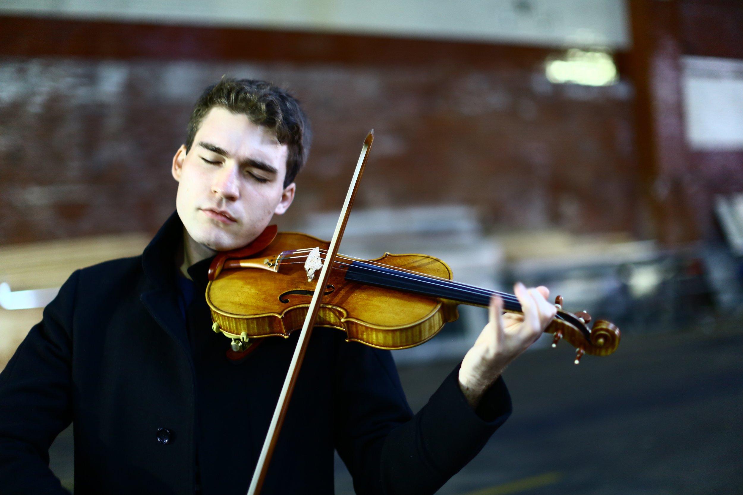 Alexi Kenney - Violin