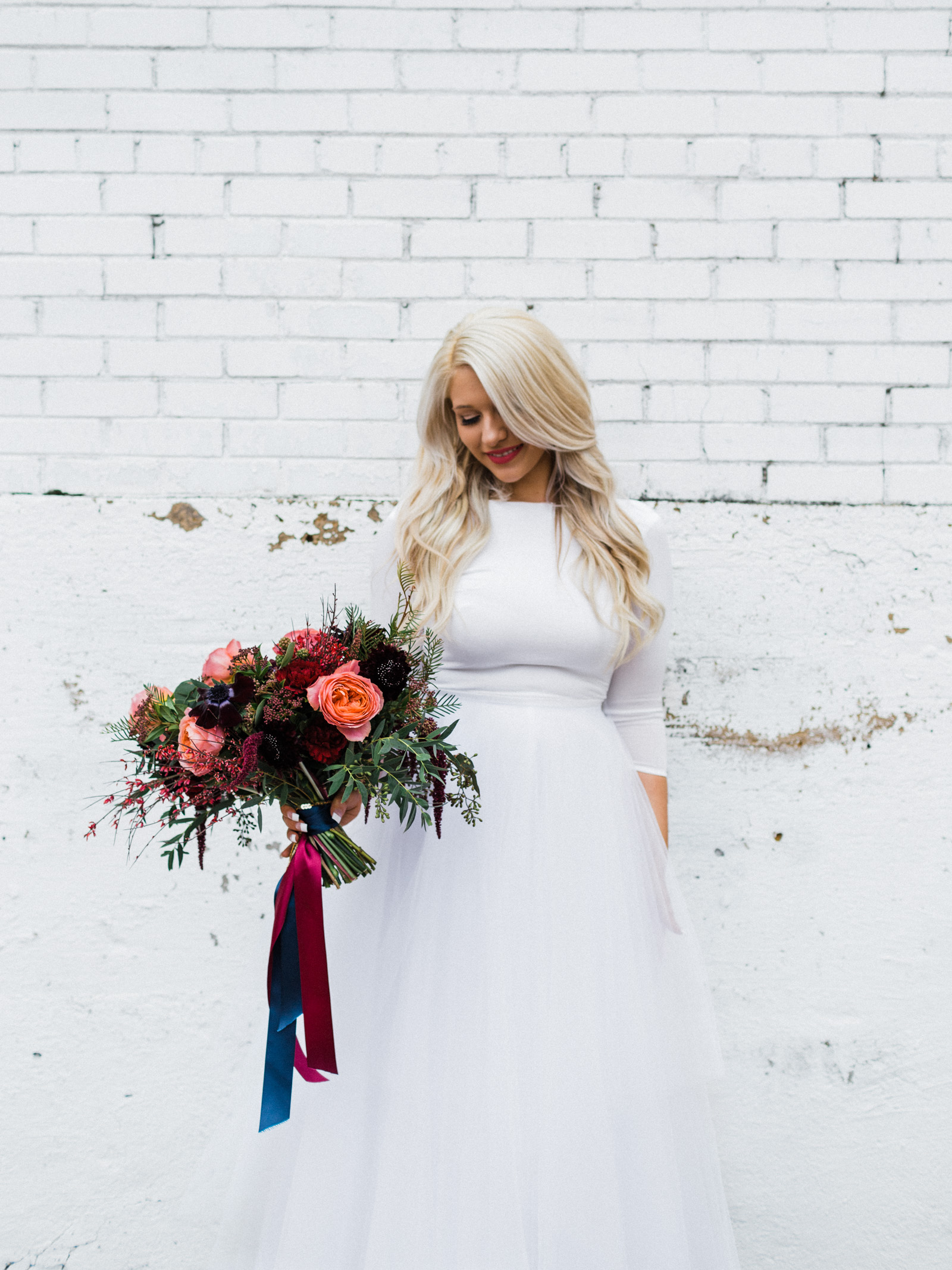 Elizabeth Leese Bridal gown with bouquet