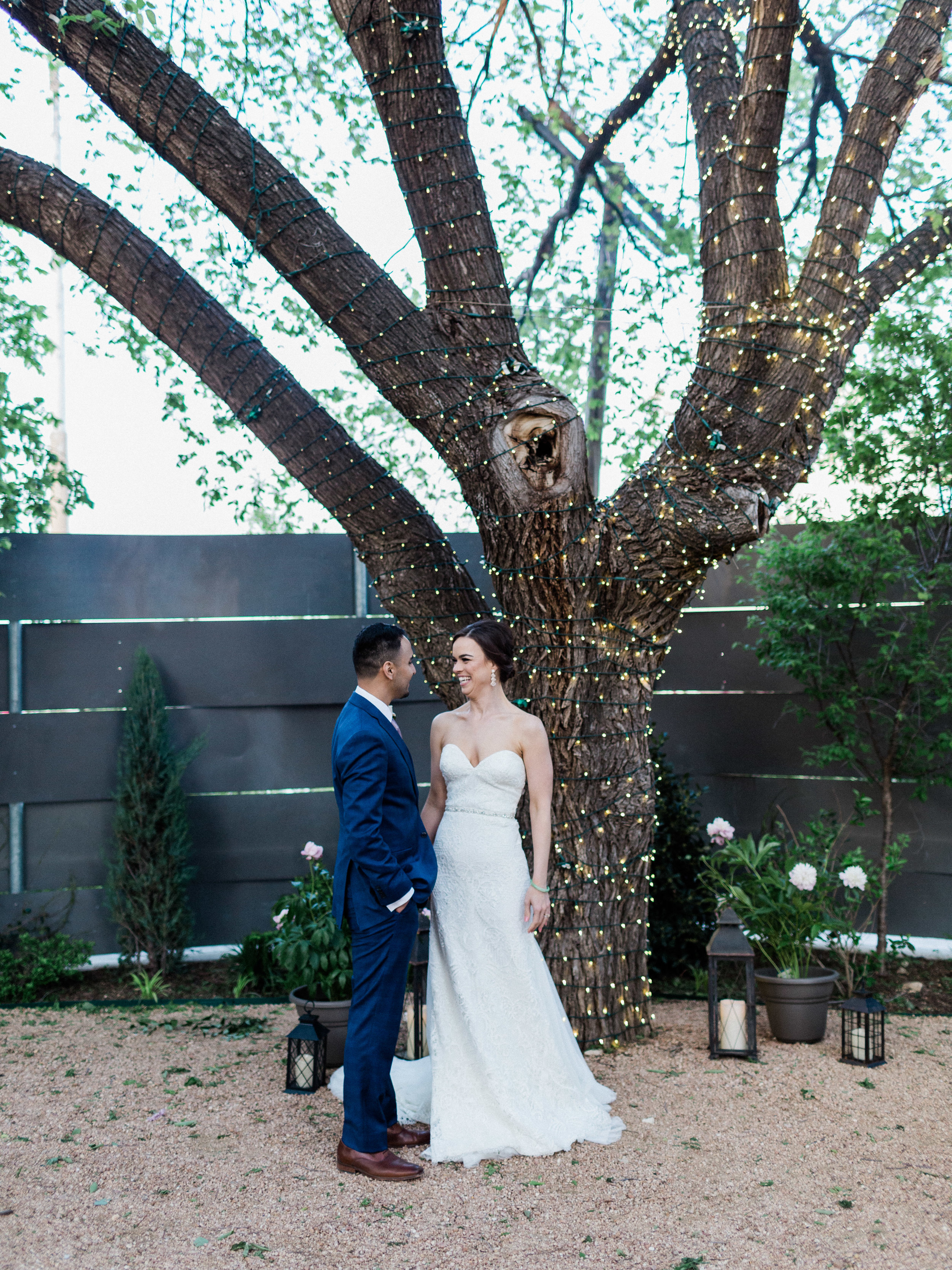 Bride and groom pictures at Outdoor Wedding in Fort Worth Texas at Artspace 111