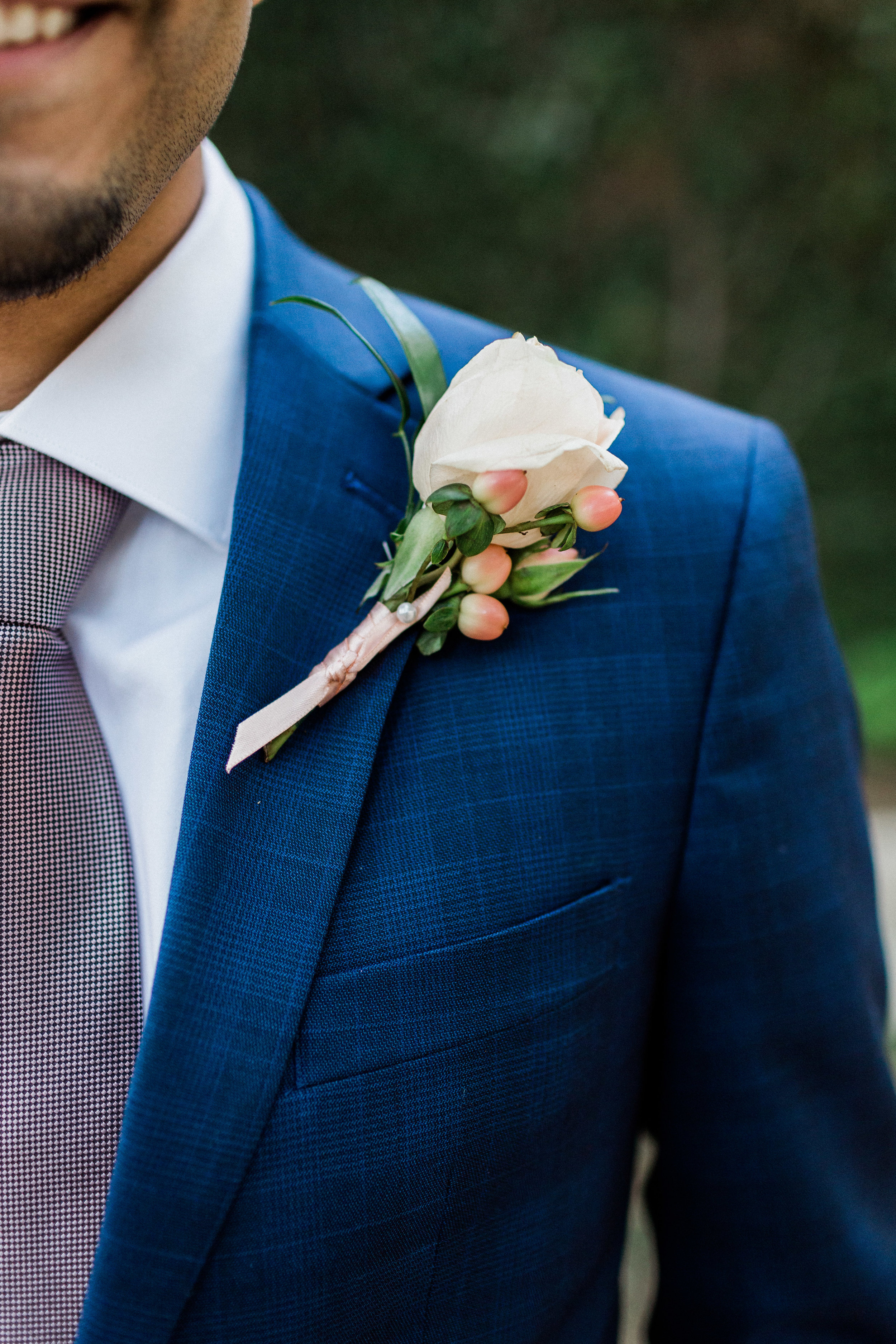 Groom boutonniere at Outdoor Wedding in Fort Worth Texas at Artspace 111