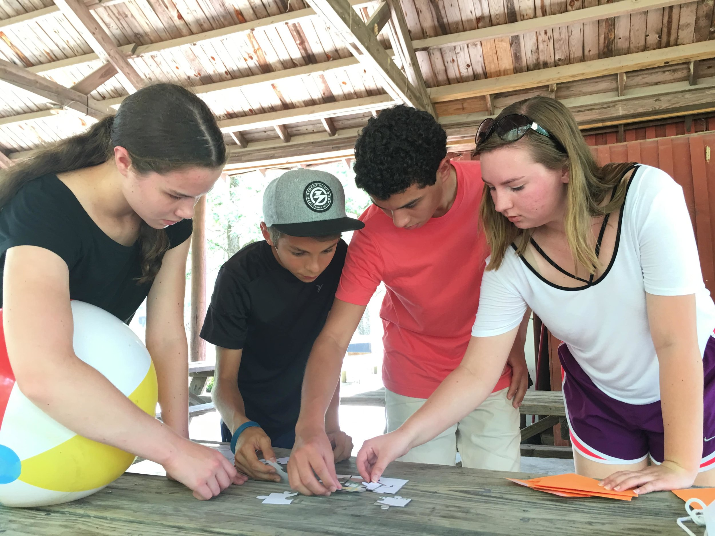 Campers work together on a project in Spanish.