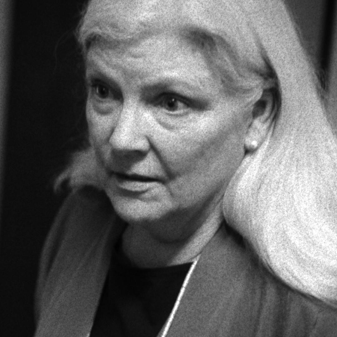 Edith (Jill Sughrue)