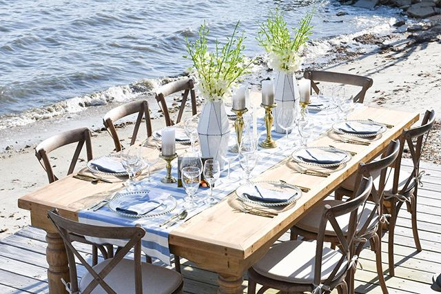 Dinner on the water anyone? Swooning over last nights dinner party setup in Morehead City! 🥂🍴