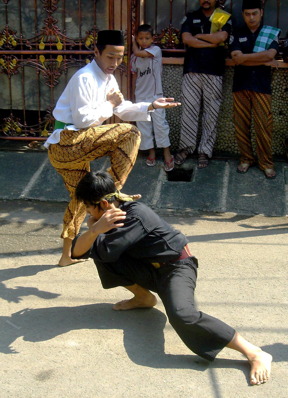Pencak_Silat_Betawi_1.jpg