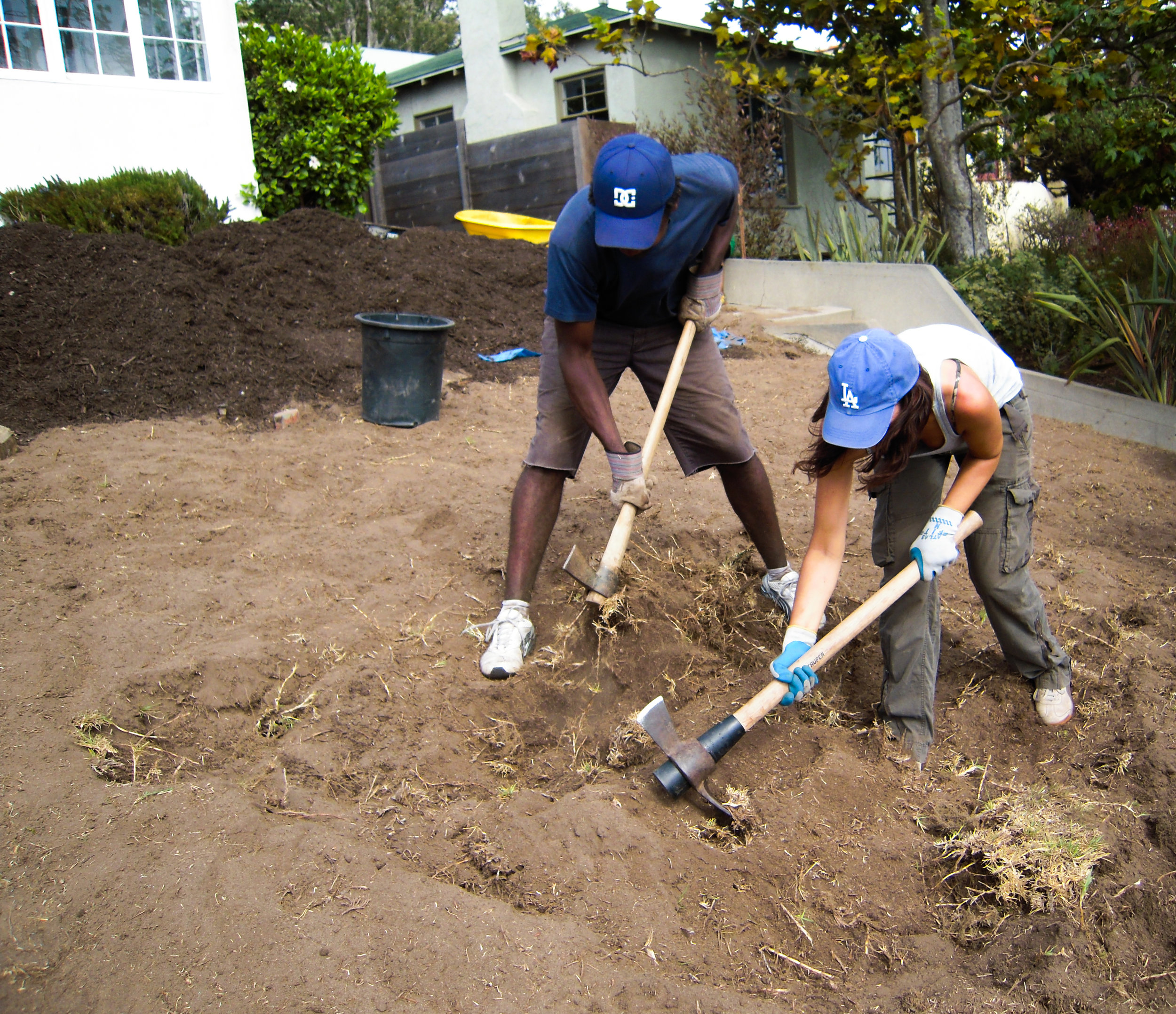 Attend a Hands On Workshop - When you attend a DWP-hosted Hands On Workshop, you will learn how to:- Remove turf and install sustainable landscaping- Incorporate low water use California Friendly and native plants- Capture rain water- Save water and moneySign up for one of the workshops below!Register below or register by phone at 1-800-544-4498 extension 5, Monday through Friday 7:00 a.m. to 4:00 p.m.