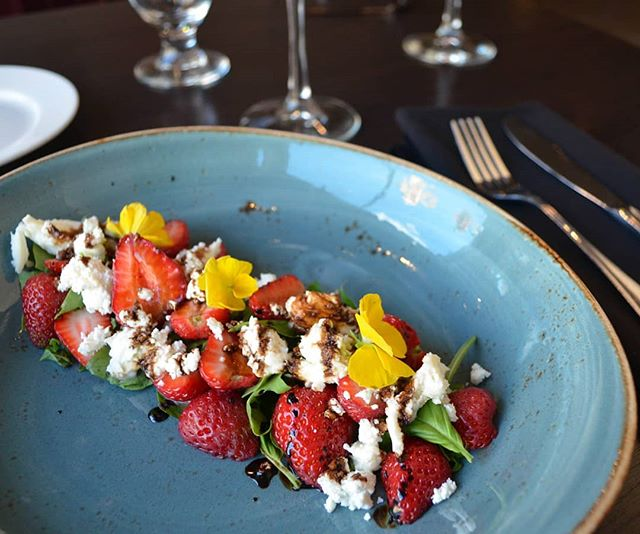 Tastes like summer: @heemans  strawberry caprese salad 🍓☺ - 🍴Feature all this week! Strawberries, basil, buffalo mozzarella, chèvre, edible pansies (also from @heemans), and a balsamic glaze.