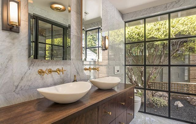 This historic Palmcroft home includes a luxury bath within the confinement of a 1936 home. Could you see yourself starting your weekend mornings here ? . . . . #PalmcroftHomes #AZRealtor #DreamBath #Luxurybath #InteriorDesign #ScottsdaleRealEstat #phoenixrealestate #biltmorerealestate #paradisevalleyrealestate