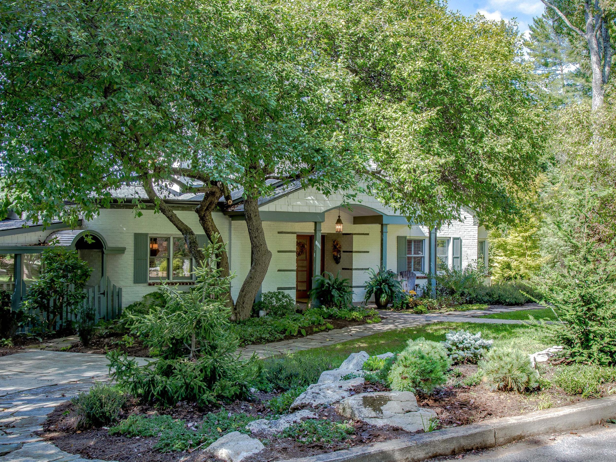 Closed I 90 Marlborough Rd I Lakeview Park I 4BR/3BA I $ 925,000.00