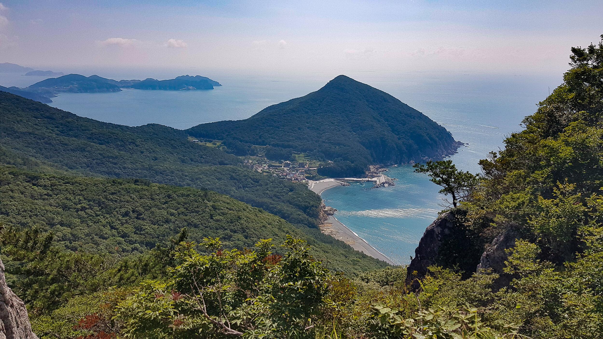 Cheonjangsan, as seen from Mangsan.