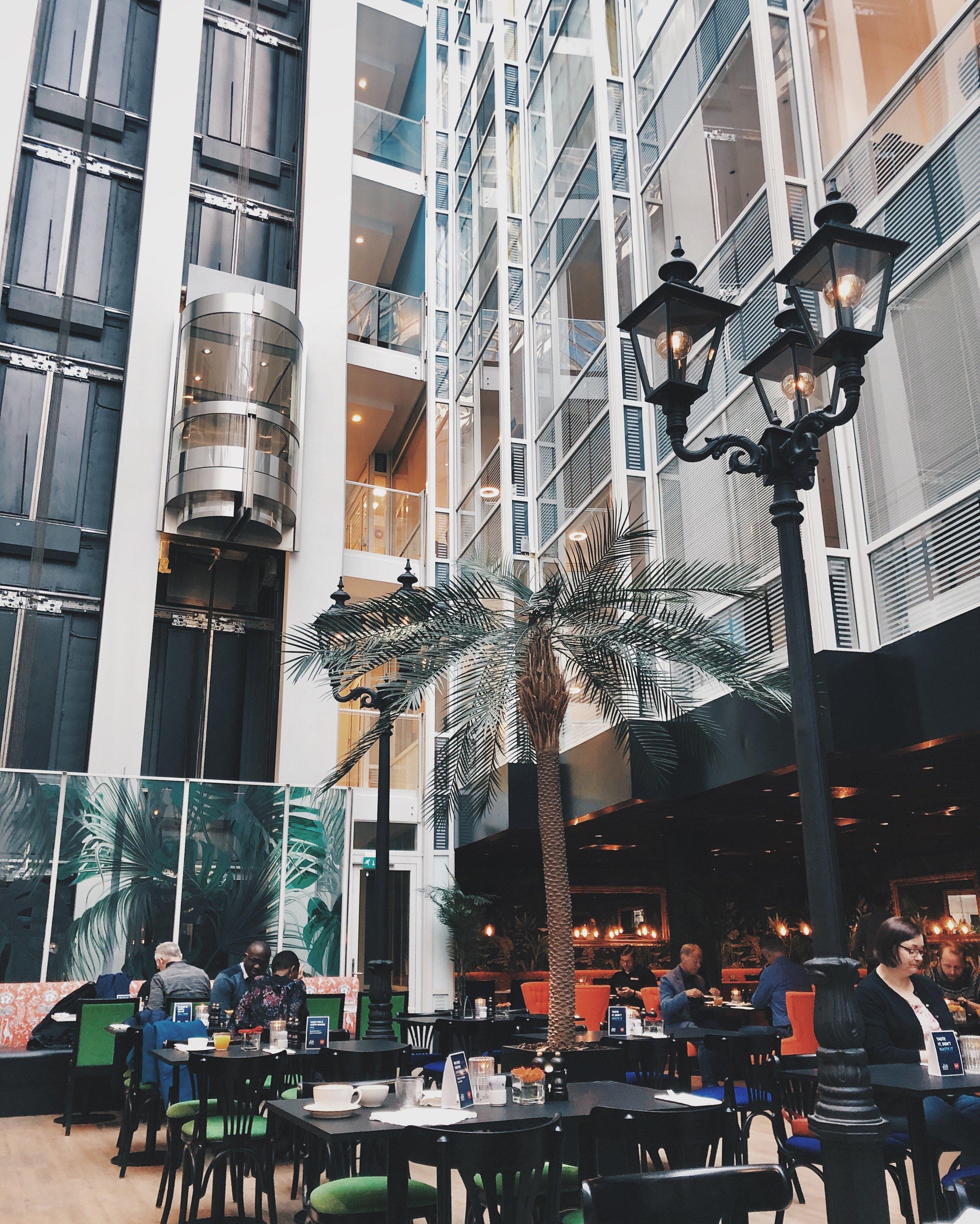 Virkelig hyller denne frokostsalen. Gjør hva som helst for å havne på dette hotellet igjen.  #ThonCecil
