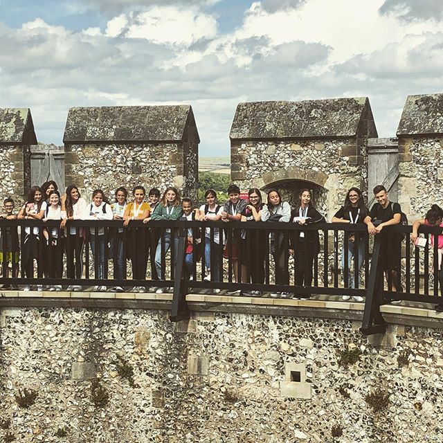 Our #students standing on a 1000 years of #English #history at #ArundelCastle . . . . . . #WorkExperience #EducationalTravel #Internship #UK #Fusignano #Italy #StudentLife #Socialprogramme #EnglishLanguageCourse #StudyAbroad #AltemanzaScuolaLavoro #SummerProgramme #Travel #worldtraveller #instatravel #travelgram