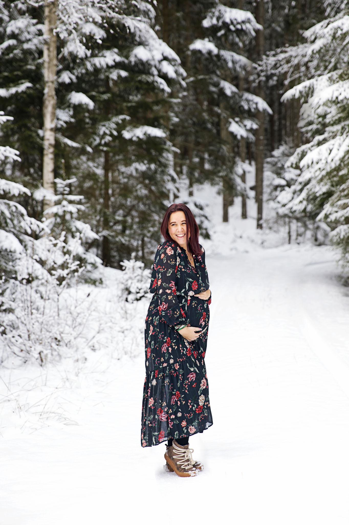 Gravidfotografering med gravidfotografen fotograf Emy Halmstad