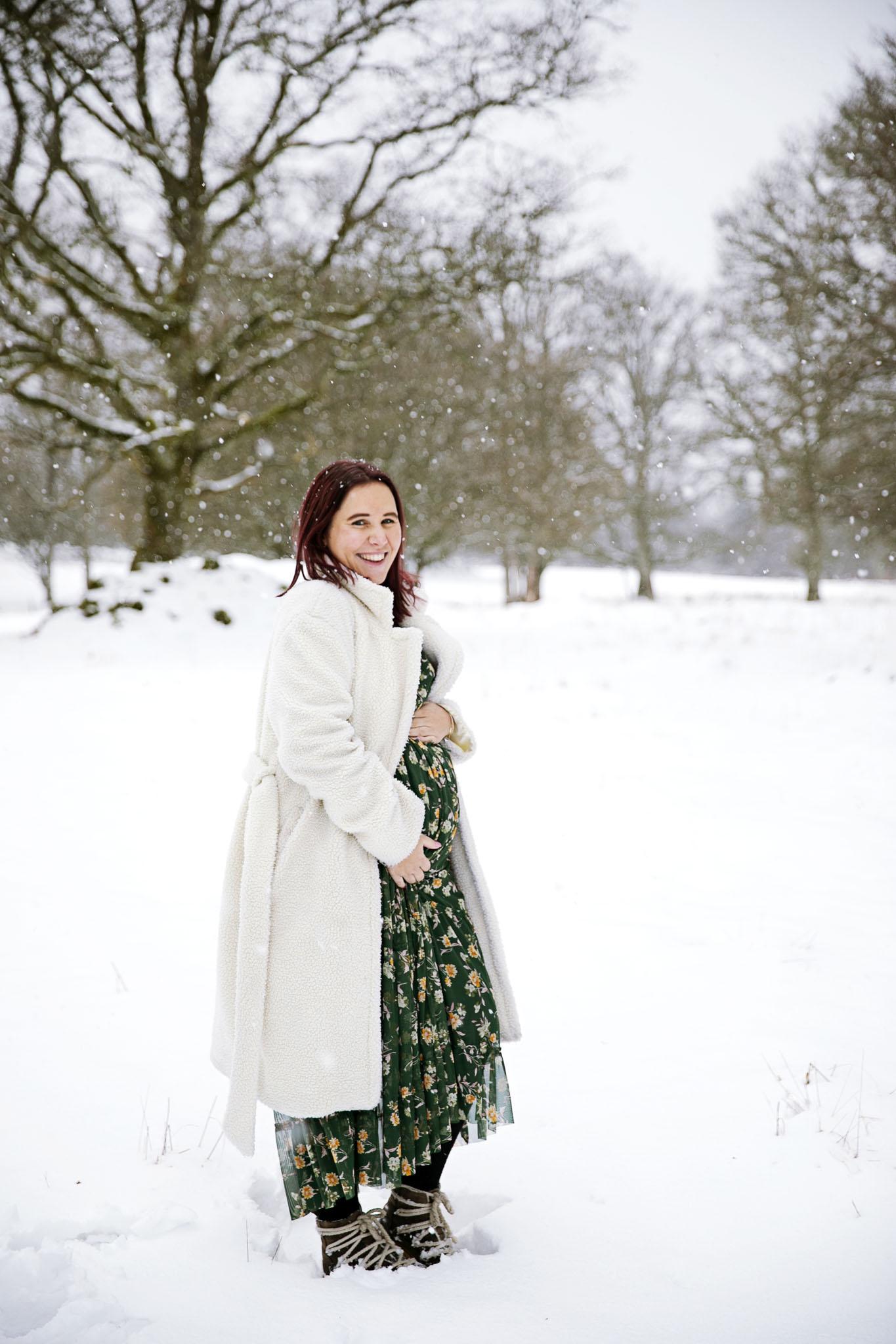 Fotografera din gravidmage hos gravidfotografen fotograf emy, halmstad och laholm