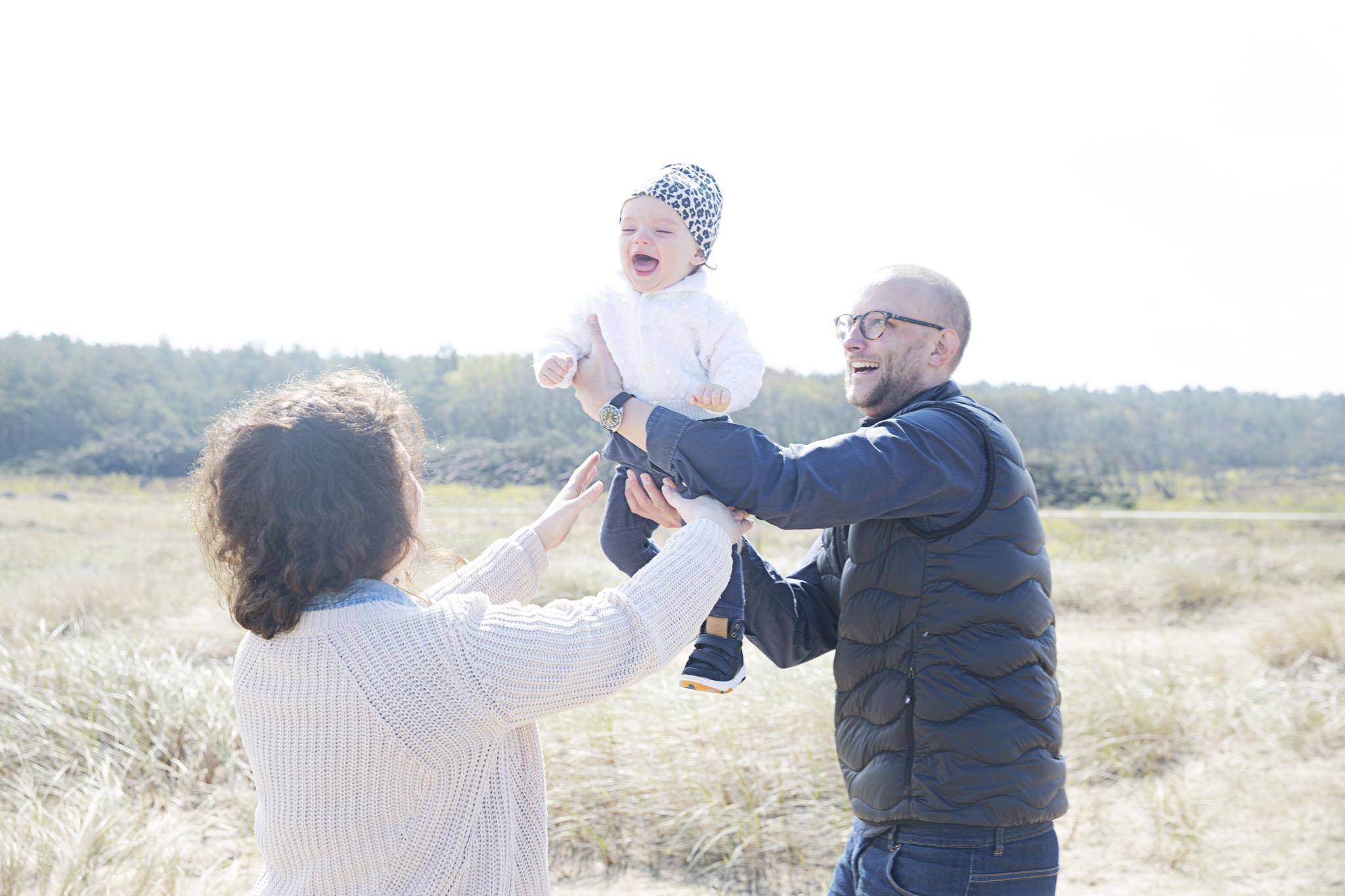 Familjefotografering i laholm, fotograf emy fotograferar din familj och dina barn i laholm