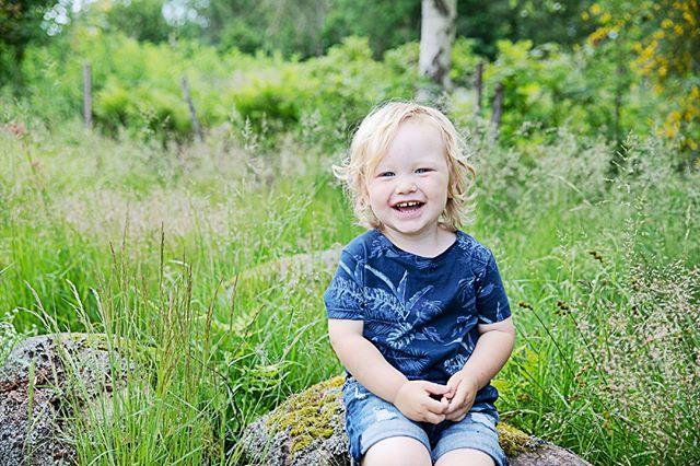 HUR söt får man vara?  #fotografemy #fotografering #familjefoto #familjefotografering #kärleksfoto #syskonfoto #halmstad #Laholm #fotografhalmstad #fotograflaholm #barnfotografering #barnfoto