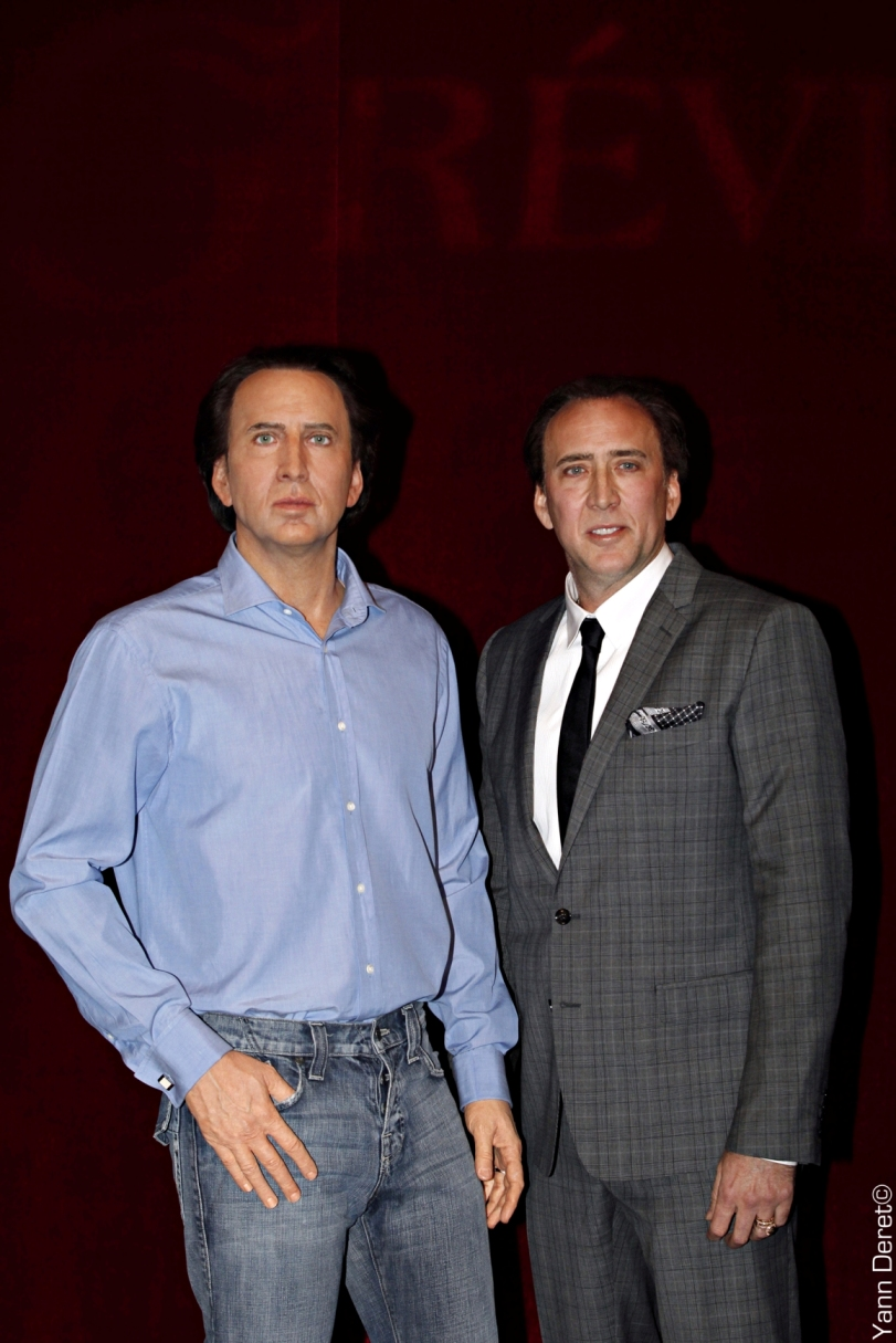 Nicolas Cage next to his sculpture - Wax sculpture - Modelling by Eric Saint Chaffray - Crédit Musée Grévin / photo Yann Deret