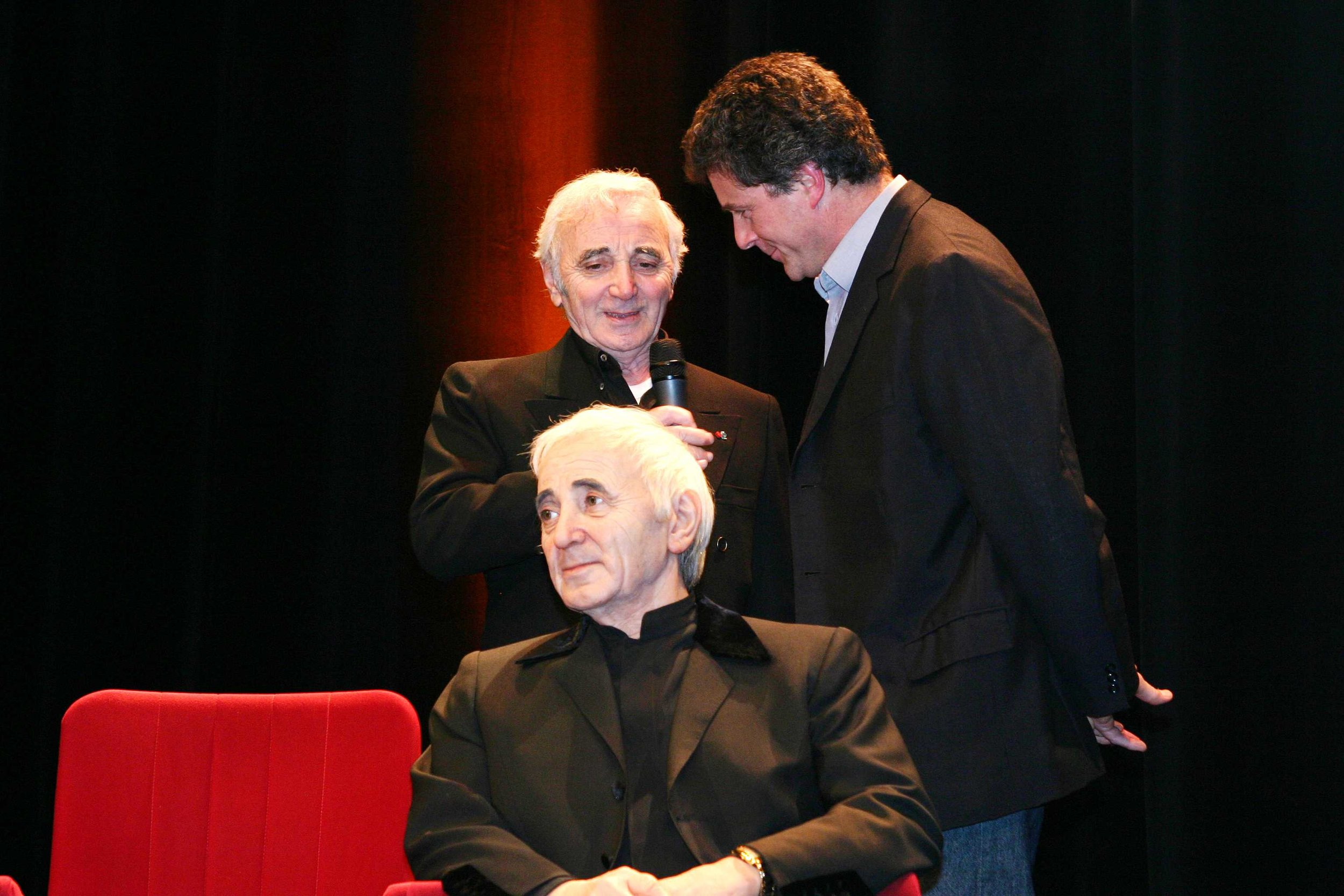 Charles Aznavour, the sculpture and the sculptor - Wax sculpture - Modelling by Eric Saint Chaffray - Credit Musée Grévin