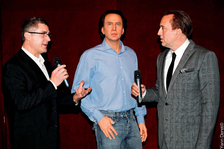 Nicolas Cage, son double et le sculpteur - Inauguration au Musée Grévin - Sculpture cire - Modelage par Eric Saint Chaffray - Crédit Musée Grévin